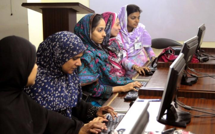 working-women-in-pakistan1-1024x641